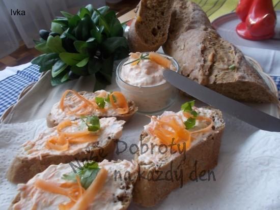 Chutná pomazánka z lučiny, česneku a mrkve