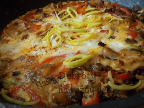 Rychlá omeletka s hlívou a kuřecím pečeným masem