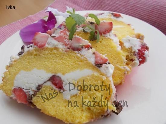 Báječná roláda s jahodami, jemným krémem a čokoládou