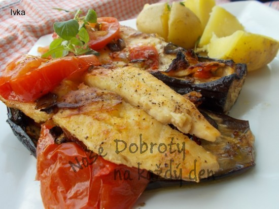 Grilovaný lilek, plněný mořskou rybkou a bylinkami