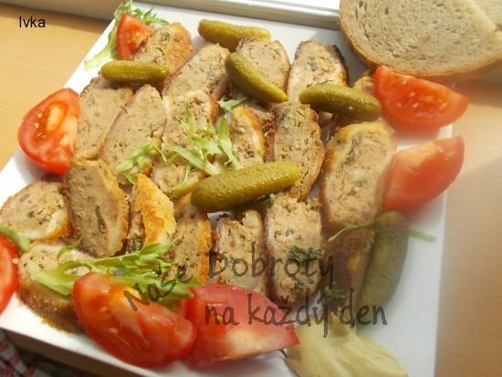 Nadýchané karbanátky s kapustou a sušenými rajčátky