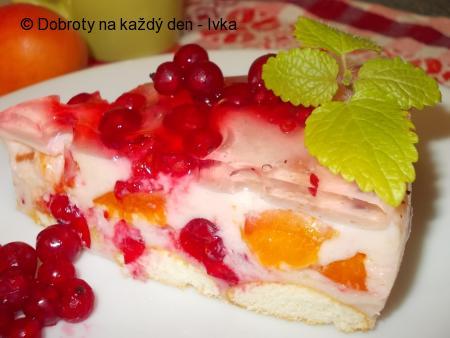 Smetanovo- tvarohový dortík s rybízem a meruňkami