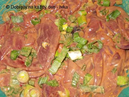 Vepřová játra na kapustě a barevné zelenině