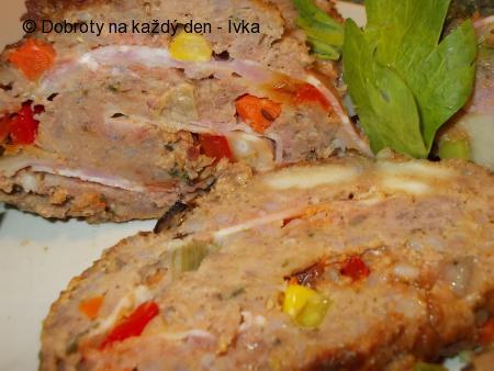 Mozaiková sekaná, plněná mozzarellou a slaninou