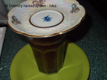 Osvěžující kávovo-zázvorové, ledové kostky se skořicí do nápojů