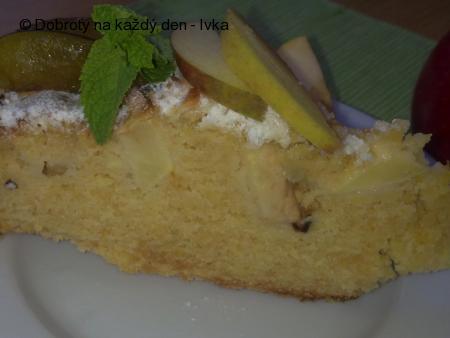 Křehký koláč s jablky a švestkama