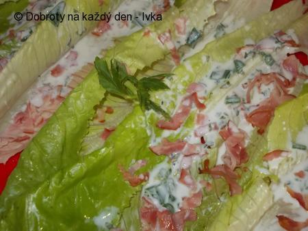 Římský salát s dresinkem a medvědím česnekem