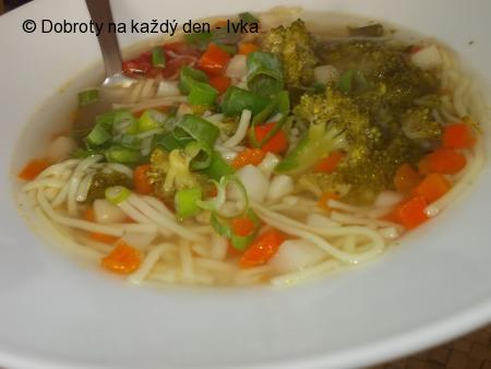 Dobroučký vývar se zeleninou a s chutí kari koření