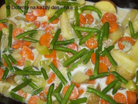 Sumec, zapečený s fazolkami a bramborami