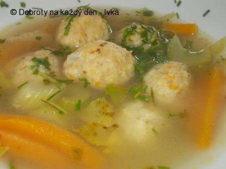 Zdravá zeleninová polévka s knedlíčkama z droždí a zeleniny