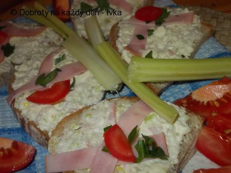 Malá rychlovka - pomazánka z Nivy, zauzené šunky a řapíkatého celeru