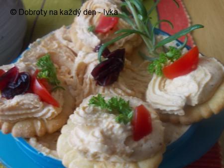 Domácí pomazánka z kuřecího masa a kuřecích jatýrek