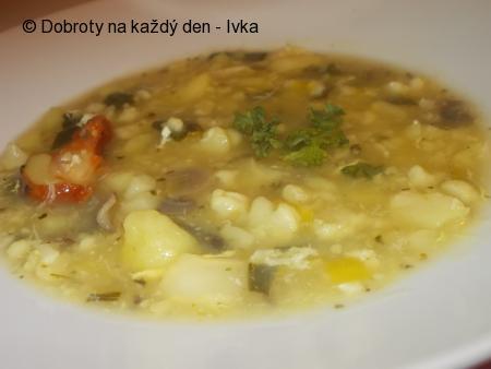 Chutná a hutná zeleninová polévka