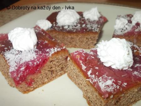 Perník   s jahodama  a ovocným pudinkovým rosolem
