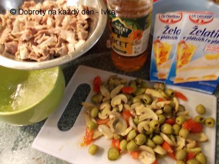 Domácí aspik  -  huspenina / z vepřového masa a pikantní zeleniny