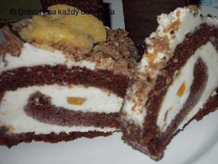Kakaovo-kávová roláda se šlehačkou a džemem z pomerančů a kůry