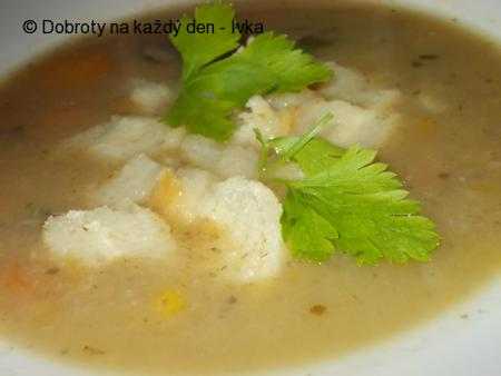 Krémová, bramborovo- zeleninová polévka se žampiony