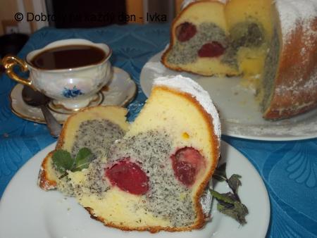 Vláčná, tvarohovo-maková bábovka s ovocným středem