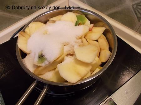 Makovo- jablečný moučník s jahodami a kiwi