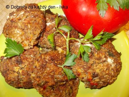 Křehké placičky z kuřecího masa,  hlívy , mrkve a rýže