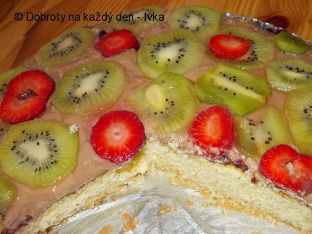 Dortík s kiwi, jahodami a lahodným krémem