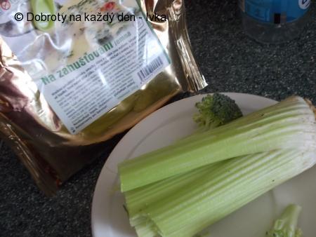 Polévkový krém s řapíkatým celerem a brokolicí