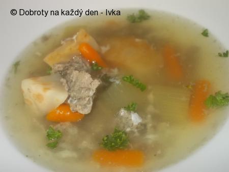 Fofr polévka ze skeletu a kuřecích jater