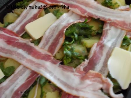 Selské zapečené brambory se špenátem  a  slaninou