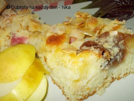 Lehký reveňovo- jablečný koláč s mandlovou drobenkou