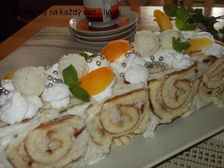 Bombastický dortík z roládek, tvarohu a ovoce