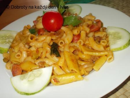 Těstoviny s masovo-zeleninovou směsí