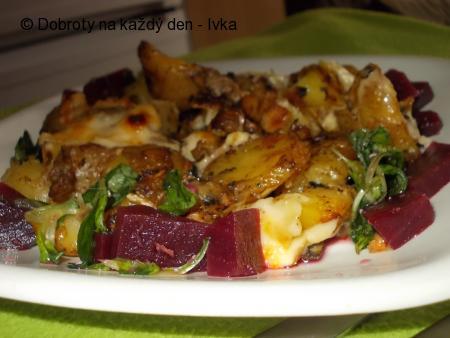 Pečená směs z brambor, hub a sýrů