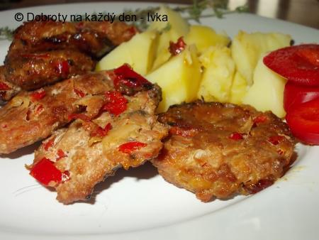 Grilované placičky s   červenou paprikou a kořením /  Plieskavica/
