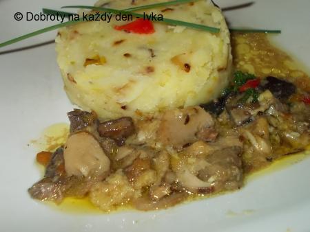 Šťouchané brambory s houbovým sosíkem
