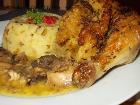 Kuře pečené  s hříbkovo - bylinkovou nádivkou