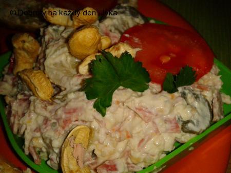 """Pomazánka i salát """"Pikant"""" z nivy a oříšků"""