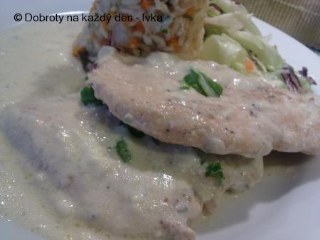 Kuřecí prsíčko s rokfórovým přelivem a zeleninovým rizotkem