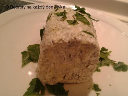 Hovězí karbanátky se sýrovým máslem a řapíkatým celerem