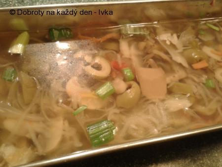 Nenáročný houbovo-zeleninový rosol/aspik/