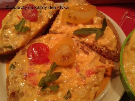 """Pikantní pomazánka """"Plamen"""" ze sýrů a zeleniny"""