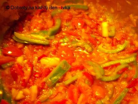 Drůbeží játra na řapíkatém celeru a jiné barevné zelenině