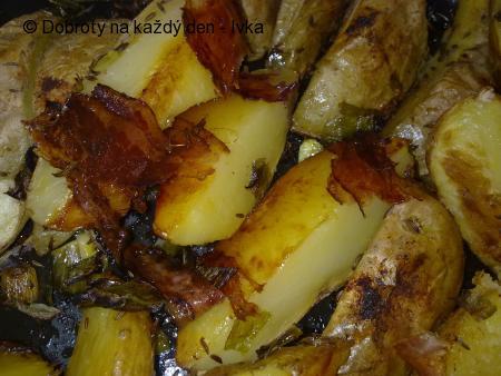 Rychlé slaninové brambory