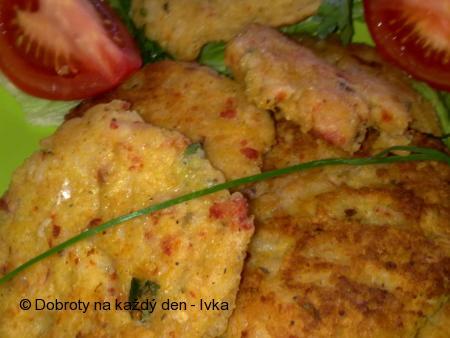 Pohankovo-rýžové placičky s klobásou a sýrem