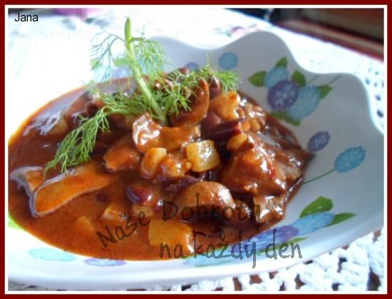 Vepřové ledvinky na chilli  papričce a  fazolích