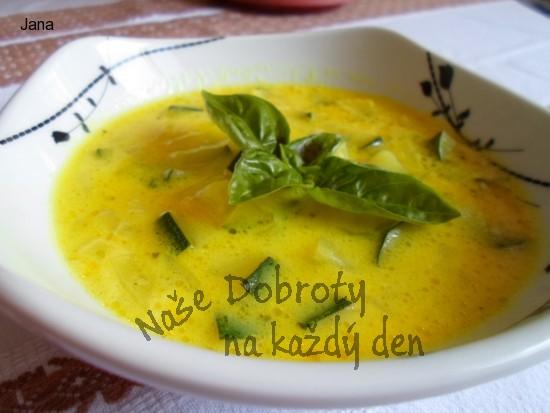 Polévka z cukety, kari a sýra