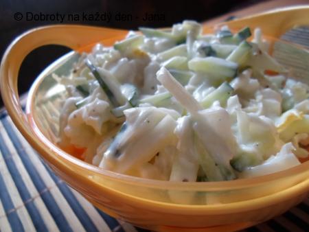 Míchaný salát z kedlubnou