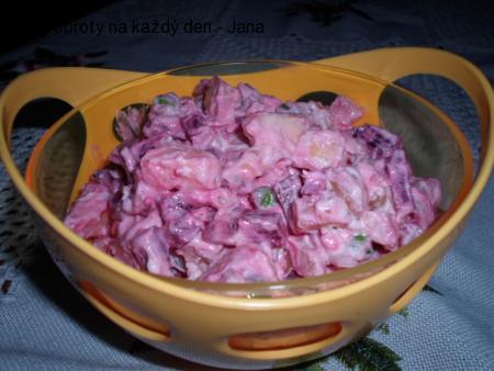 Salát z brambor, řepy a jablek
