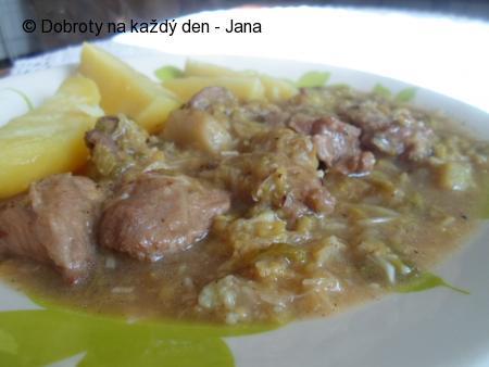 Vepřové maso v česnekové kapustě
