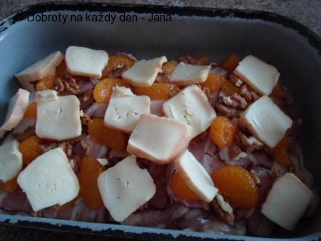 Řízky s Romadurem, mandarinkami a ořechy