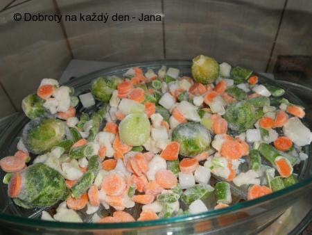 Kuřecí prsíčka se zeleninou v parním hrnci
